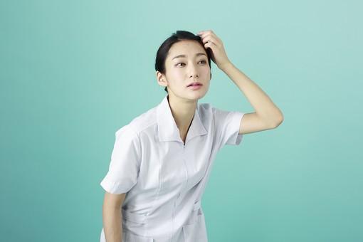 人物 女性 日本人 20代 30代   仕事 職業 医療 病院 看護師  ナース 医者 医師 女医 薬剤師  白衣 看護 屋内 スタジオ撮影 背景  グリーンバック おすすめ ポーズ 上半身 身だしなみ チェック ヘアスタイル mdjf010