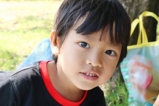 2歳の男の子の写真