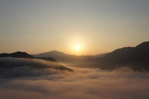 竹田城 天空の城 雲海 朝日 朝来市 御来光 城跡 雲 幻想的 朝 光 太陽 朝陽 兵庫県 光線