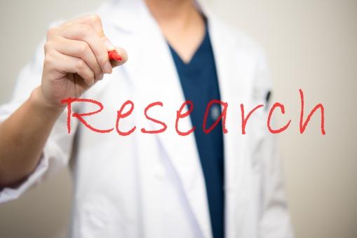 リサーチ 英単語 医者 研究 英語 医療 白衣 ドクター 病気 赤ペン 医師 病院 博士 統計学 診察 診断 書く 調べる 調査 男性