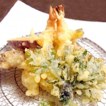 天ぷら てんぷら テンプラ 揚げたて 揚げ物 食事 えび エビ 海老 えび天 エビ天 海老天 さつまいも サツマイモ 薩摩芋 盛り合わせ 盛り合せ