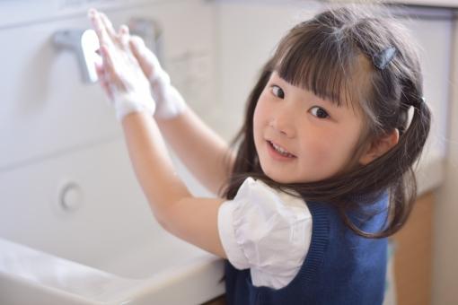 園児 子供 こども 子ども 幼稚園 保育園 女の子 mdfk023 手洗い 手を洗う 石鹸 習慣 清潔 風邪予防 予防