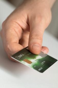 クレジットカード プラスチックマネー クレディットカード 買物 ショッピング 会計 支払 出費 スマート 現金不要 引落し 銀行 財布 リボ払い ICチップ ポイント 複数枚 全国共通 世界共通 ブラックカード 上限  キャッシング ローン 学生 社会人 本人確認 カード審査 カード番号 法人カード コーポレートカード ビジネスカード ビザ アメリカンエキスプレス JCB マスターカード 持つ 渡す 片手