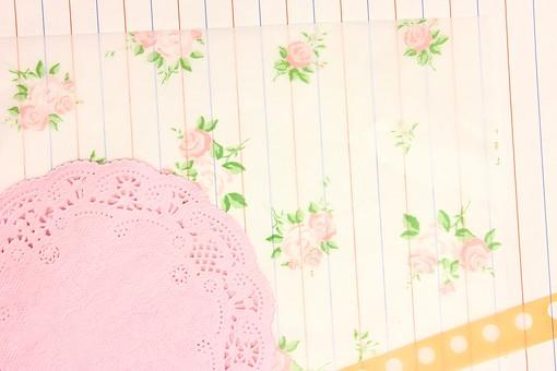 マスキングテープ 紙 メモ クラフト フレーム 余白 カラフル ポップ 額 額縁 バックグラウンド 背景 背景素材 枠 雑貨 手紙 レター ステーショナリー 道具 ライフスタイル コラージュ デコ カード スクラップブッキング デザイン アート 楽しい 明るい 破る ちぎる 切り抜き テキストスペース コピースペース シール ピンク ファンシー フェミニン バラ ローズ 薔薇 レース レースコースター 罫線 便せん 便箋 ドット
