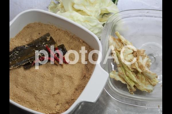 糠床づくり・捨て漬けの写真
