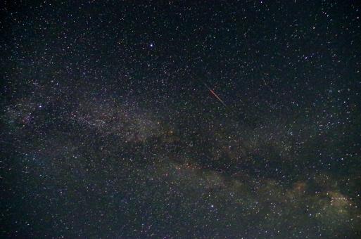 天の川 夏の大三角 星空 星 夜空 流れ星 はくちょう座 わし座 こと座 白鳥座 鷲座 琴座 ベガ アルタイル デネブ 三角形 ミルキーウェイ 天体 天体観測 自然 壁紙 背景 空のみ