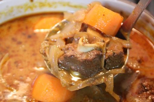 スープカレー カレー カレーライス スパイス にんじん にんじんカレー 自家製カレー 手作りカレー 家庭料理 ごはん 家ごはん 和食 食事 ラム肉 ラム 羊 羊肉 スープ アジア料理 インドカレー スリランカカレー
