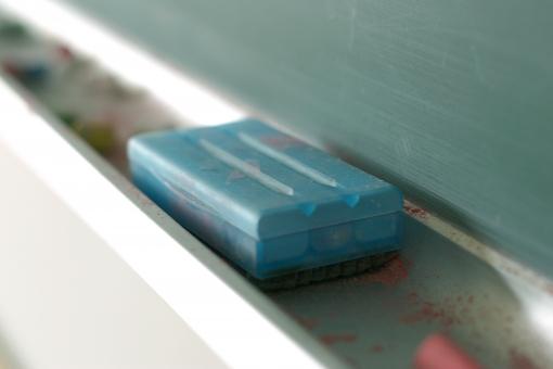 学校 教室 黒板 黒板消し チョーク 先生 授業 勉強 学習 学生 生徒 児童 入学 卒業 板書 塾 学習塾 予備校
