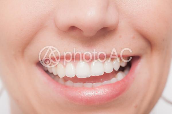 白人女性 顔パーツ口元の写真