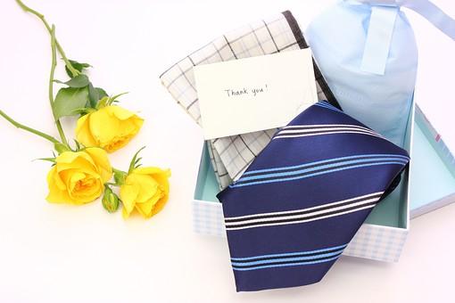 父の日 イベント プレゼント ギフト 行事   明るい    6月 六月  贈る     プレゼント 箱 ネクタイ ハンカチ メッセージ メッセージカード 感謝 ありがとう thank you THANK YOU 白 白バック バラ ばら 薔薇 花 フラワー