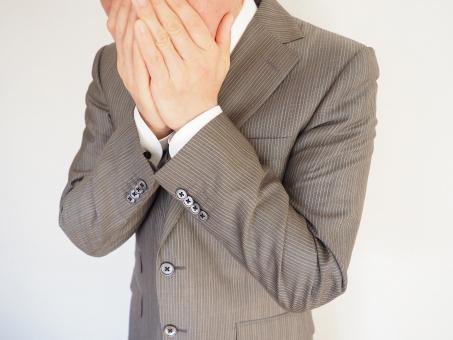 ビジネスマン ビジネス オフィス 驚く びっくりする ビックリ ショック 衝撃 心配 不安 口臭 口の臭い エチケット くしゃみ クシャミ 花粉症 アレルギー 咳 せき 風邪 かぜ インフルエンザ 感染 ニオイ ショックを受ける まさか 意外な 失敗 驚愕 発覚