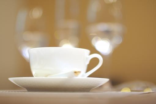 テーブル お皿 ガラス製 皿 ガラス グラス 食べ物 飲む 食品 テーブルクロス 食事 食物 ダイニング 台所 飲物 色彩 色 ごちそう ドリンク 飲み物 フォーク 食器類 食 キッチン ディナー コップ 祝い 祝 お祝い ワイングラス アップ マクロ 爽やか 屋内