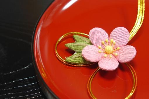 梅 布 小物 木 器 漆器 お盆 水引 花 手作り ちりめん 赤 ピンク 黒 食器 お正月 正月 新年 新春 初春 和 和風 冬 春 日本