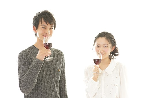 カフェ 飲食店 レストラン 人物 男性 男子 女性 女子 客 若い 食事 着席 デート カップル アベック 夫婦 新婚 飲食 白バック 白背景 ワイン アルコール 酒 グラス コップ 飲み物  日本人 mdjm008 mdjf026