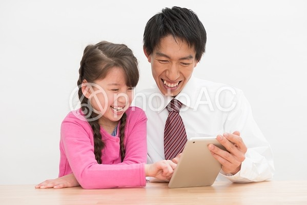 宿題をする親子16の写真