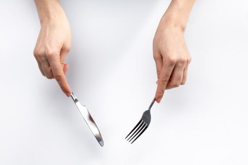 ナイフ 方 フォーク 持ち