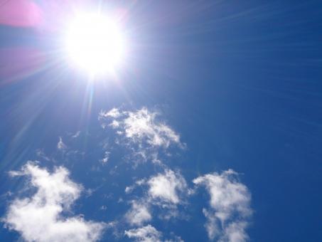 美容 日差し 陽射し リゾート 夏 空 青空 晴れ 快晴 背景 雲 光 南国 太陽 日中 真夏 太陽光 テクスチャ 沖縄 日焼け UV 紫外線 直射日光 シミ 熱中症 ソーラー 猛暑 日射病 okinawa オキナワ 日焼け止め ソバカス UVケア