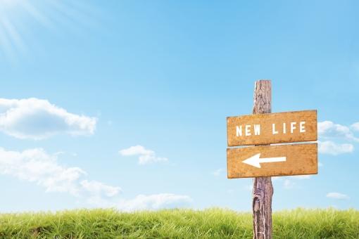 ビジネス 夏 成功 空 青空 出発 風景 コピースペース 計画 春 背景 成長 矢印 標識 幸福 希望 目標 挑戦 爽やか 前向き 看板 新生活 新年 未来 入学 テキストスペース 新しい 道標 将来 人生 道しるべ 始まり スタート 方角 発展 力強い 分岐点 就職 新年度 進歩 コンセプト スタートライン 新しい人生