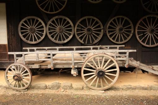 懐かしさ 昔の風景 農家の軒先 大八車 飛騨高山