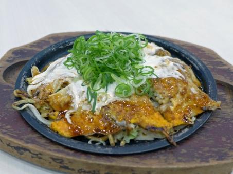 関西 粉物 モダン焼き お好み焼き 広島 ネギ ねぎ 日本 japanesefood food okonomiyaki 鉄板焼き 鉄板 麺類 麺