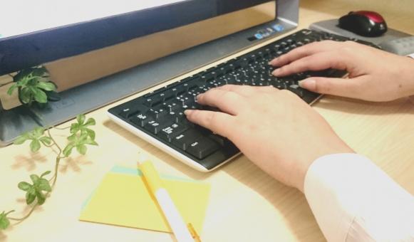 キーボード パソコン デスクトップ パソコン操作 タイプ ブラインドタッチ ビジネス 入力作業 経理 家計簿 調べる 調査 メール インターネット プログラム 仕事 在宅 アフィリエイト オフィス デスク ol 周辺機器 電子機器 マウス 屋内 女性の手 指 メモ用紙 メモ パソコン教室