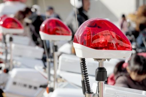 赤色灯 赤 白バイ サイレン 回転灯 警察 警察官 乗り物 アップ 赤色 交通 取締り 取り締まり オートバイ バイク 訓練 交通機動隊 人物 パトライト ライト 治安 防犯 緊急車両 日本