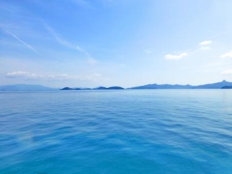 海 春 春の海 青 空 青空 瀬戸内海 雲 風景 穏やか ブルー blue 景色 島 波 背景 壁紙 バック