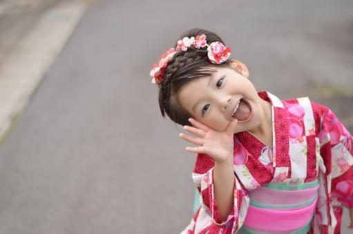浴衣 女の子 子供 こども 子ども 笑顔 かしげる ポーズ 夏 夏祭り 日本 日本人 yukata 3歳 mdfk023