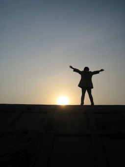 太陽と人01の写真
