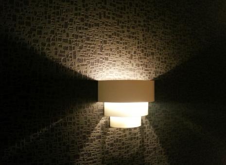 間接照明 ライト インテリア 部屋 証明 明かり ルームライト 光 夜 寝室 ベッド ホテル デザイン レイアウト 旅館 住宅 デザイナー ハウス 住まい 設計 照明 照明器具 LED led Led 空間 癒し リラックス 就寝前 壁