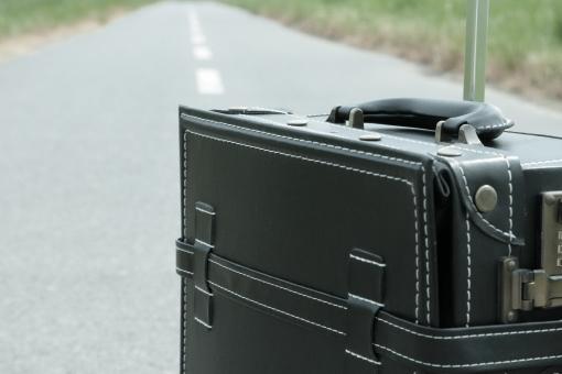 旅行 一人旅 トランク トランクケース スーツケース トラベル トリップ 道 未来 希望 夢 明日 休暇