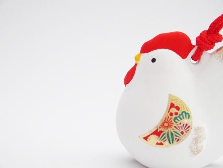 酉の置物 酉年 鳥 鶏 ニワトリ 酉 年賀 正月 にわとり 2017年 干支 置物 飾り 縁起物 年賀状 イメージ 背景 陶器 1月 行事 新春 背景素材 空白 お正月