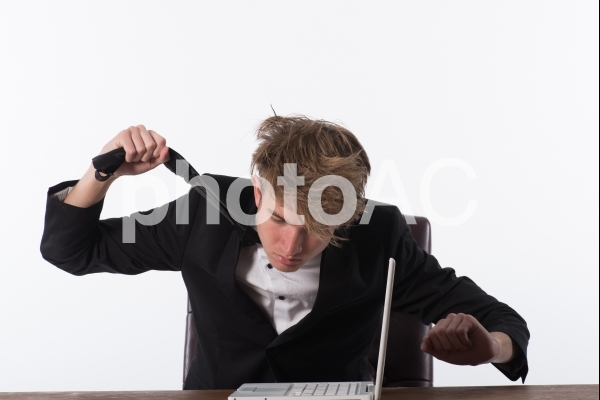 悩んでるビジネスマン11の写真