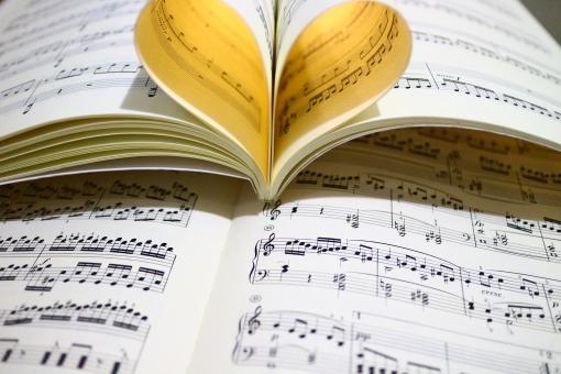 楽譜 音符 ピアノ 光 ハート ハート型 恋愛 告白 結婚 プロポーズ バレンタインデー バレンタイン 恋 愛