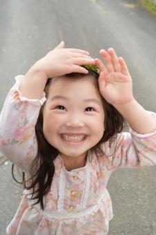 笑顔 女の子 子供 こども 子ども 春 4月 笑う 日本人 mdfk023