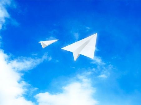 空 雲 青空 背景 風景 バックグラウンド 上昇 上がり調子 ビジネス 爽やか 青 風 自然 天気 大空 スカイブルー 素材 白 晴れ エコ 環境 光 景色 グラデーション 春 夏 初夏 並走 協力 仲間
