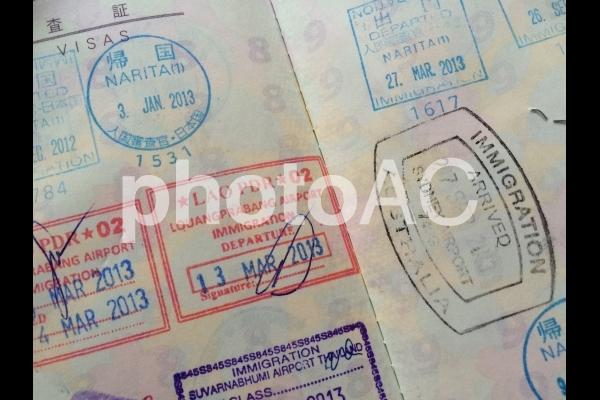 パスポート 出入国スタンプの写真