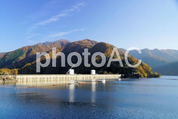 奥多摩湖と小河内ダムの写真