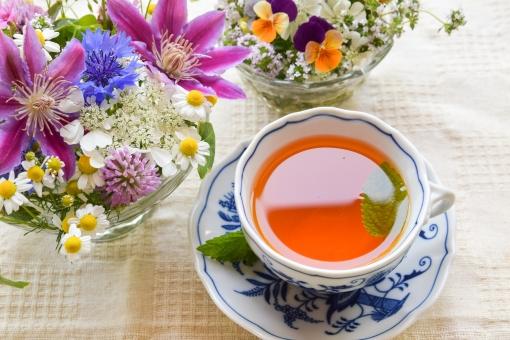 ティータイム お茶 紅茶 葉 花 テーブル リラックス ドリンク ティーカップ