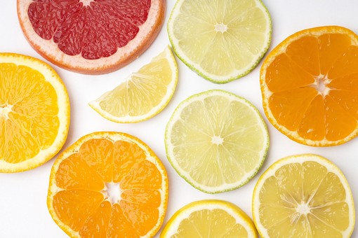 フルーツ 果物 柑橘 柑橘系 柑橘類 白背景 白バック ホワイト レモン 檸檬 れもん ミカン 蜜柑 みかん オレンジ グレープフルーツ フレッシュ 並べる 新鮮 スライス カット 切り口 断面 切る 食べ物 丸い