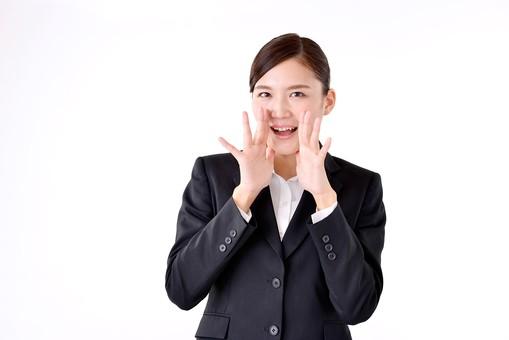 人物 日本人 女性 若い 若者  20代 スーツ 就職活動 就活 就活生  社会人 OL ビジネス 新社会人 新入社員  フレッシュマン 面接 真面目 清楚 屋内  白バック 白背景 上半身 応援 声援 叫ぶ 呼びかける ポーズ ビジネスマン mdjf007