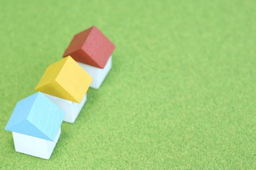 家 おうち 住宅 住宅ローン 住まい 積み木 小物 住居 模型 ハウス 芝生 不動産 ローン 転居 引越し 環境 ライフスタイル 新居 コピースペース テキストスペース