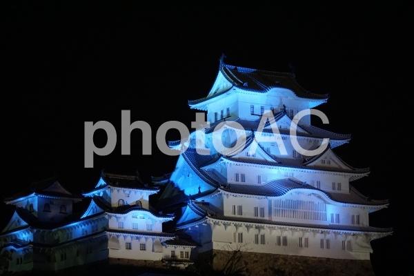 姫路城(世界自閉症啓発デー・ライトアップver)の写真