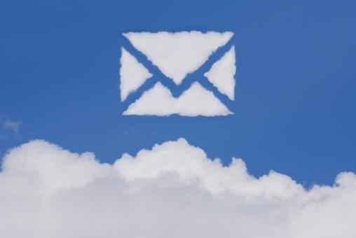 空 雲 手紙 メール eメール お手紙 便り エアメール 郵便 電子メール sns クラウドコンピューティング 青空 大空 快晴 晴天 晴れ お天気 天気 イメージ 通信 バナー ビジネス アイキャッチ