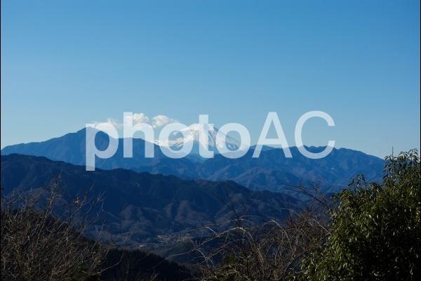 高尾山頂から見える富士山の写真