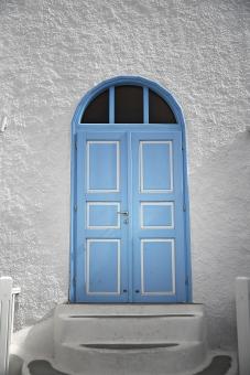 外国 海外 ヨーロッパ ギリシャ エーゲ海   地中海 サントリーニ島 屋外 外 旅行   観光 風景 景色 街並み 町並み  街角 建物 建造物 ドア 扉 白壁 アップ 無人 青 外観 住宅 家