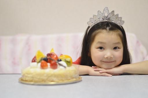 ケーキ 女の子 子供 こども 子ども 笑顔 微笑む 笑う クリスマスケーキ クリスマス 12月 冬