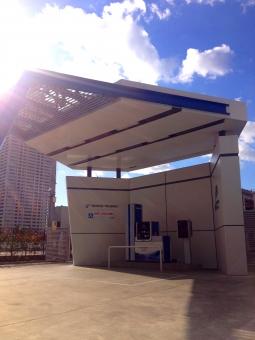 水素ステーション 自動車 乗り物 くるま 車 car ハイブリッドカー 燃料電池自動車 水素 酸素 hydrogen 地球温暖化 エコロジー エコ 環境問題 充填 エネルギー 次世代 未来 科学 タンク 資源 施設 水素供給施設 二酸化炭素 クリーンエネルギー カーライフ ガソリンスタンド 再生可能エネルギー 素材 水素自動車 燃料電池 燃料電池車