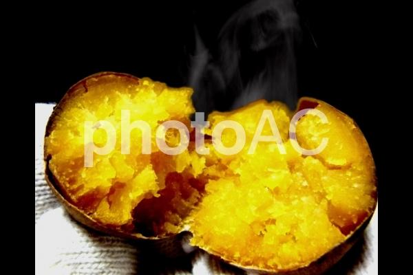 焼芋 焼き芋 焼きいも やきいも ホクホク 湯気の写真