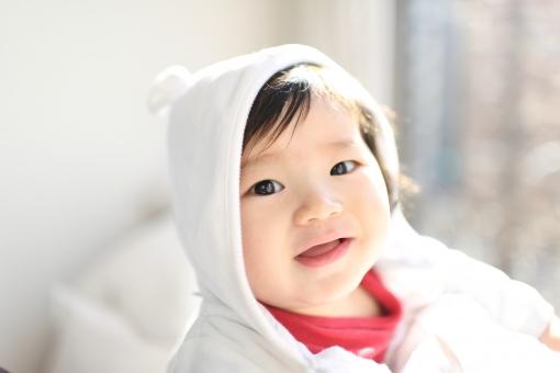 こども 子供 子ども あかちゃん 赤ちゃん ベビー baby 少年 男の子 楽しい エンジョイ 記念写真 記念撮影 0歳 半年 生後半年 白熊 白くま シロクマ クマ くま 熊 ほほえみ 微笑み 笑顔 笑う